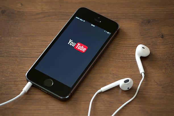 YouTube-Anwendung auf dem Apple iPhone 5 Jahren – Foto