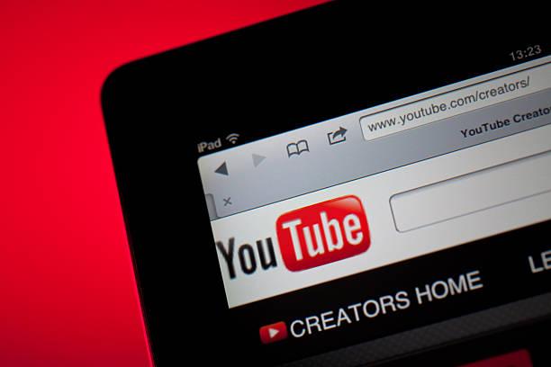youtube home screen on ipad - youtube stockfoto's en -beelden