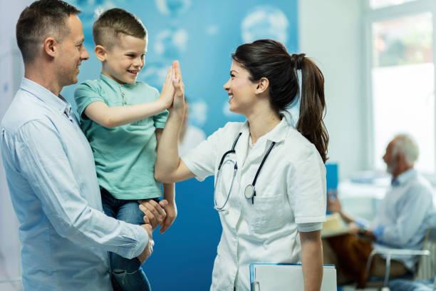 you've been really brave today! - procedura medica evento foto e immagini stock