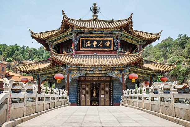 yuantong 昆明寺院は、パノラマに広がる - 昆明 ストックフォトと画像