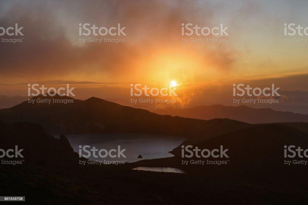 日の出湯釜火口湖山草津白根山 ストックフォト