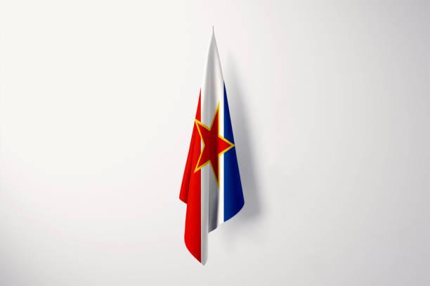 jugoslawien flagge hängen isoliert mit kopie space - 3d-illustration - ehemaliges jugoslawien stock-fotos und bilder