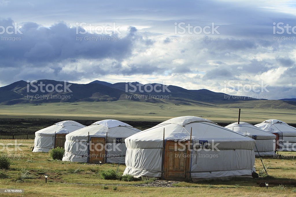 Jurten Siedlung in der mongolischen Steppe stock photo
