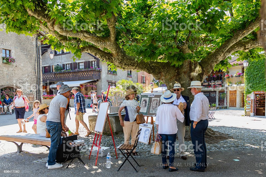Yvoire (France). Tourists chatting in the main square - foto stock