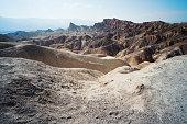 Photo of a landscap ein the Zabriskie Point in the Death Valley in Califórnia, United States.