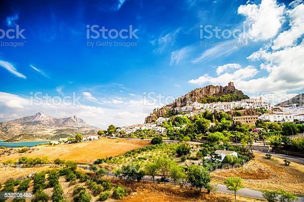 Zahara de la sierratown located in cadiz andalusia spain picture id532208465?b=1&k=6&m=532208465&s=612x612&h=ym6bohlnfmlwyvwxlv7nykjvow4hymoavkqqmo50uky=