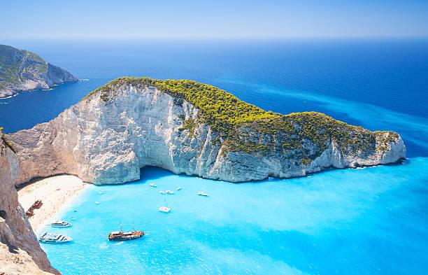 zakynthos, greek island, navagio bay - grece photos et images de collection