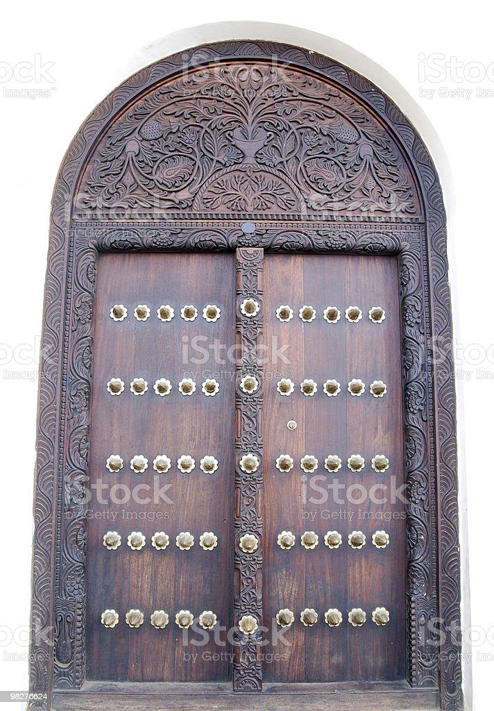 Zanzibar porta in legno stile arabo foto stock royalty-free