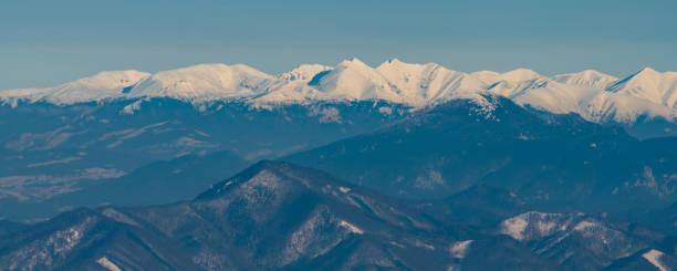 자파드네 타트리 와 슬로바키아에서 가장 가깝고 가장 낮은 벨카 파트라 산맥 - 벨리카 파트라 뉴스 사진 이미지