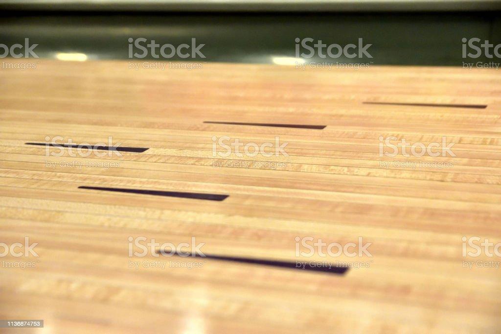 Zbliżenie na tor do kręgli stock photo