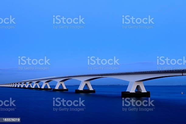 Provinz Zeeland Brücke Über Den Fluss Eastern Screech Owl Stockfoto und mehr Bilder von Abenddämmerung