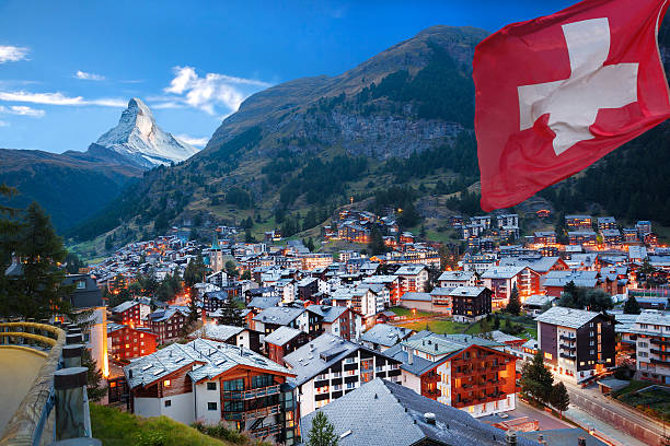 Zermatt village with view of Matterhorn in the Swiss Alps Famous Zermatt village with the peak of the Matterhorn in the Swiss Alps switzerland stock pictures, royalty-free photos & images