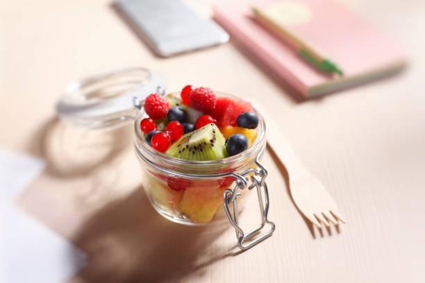 Zero Waste Lunch Fruits Salad in einem Glasbehälter – Foto