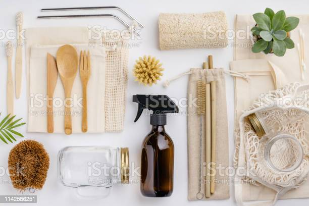 Zero waste recycling sustainable lifestyle concept flat lay picture id1142586251?b=1&k=6&m=1142586251&s=612x612&h=skxdyz5yzykdkj7jq6beovaji 3tcmby mtgg6t2yqe=