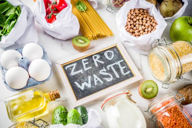 zero waste shopping concept - rifiuti zero foto e immagini stock