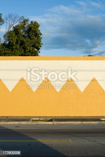 a zig zag pattern on a wall surrounding a garden