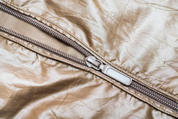 braunem nylon-jacke mit reißverschluss - zip hoodies stock-fotos und bilder