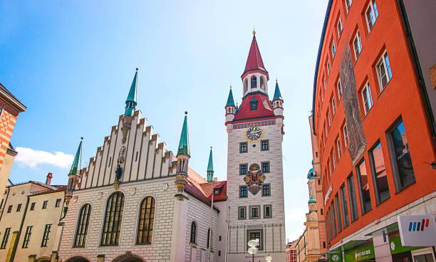 zodiac clock tower münchen zentrum - münchen weather stock-fotos und bilder