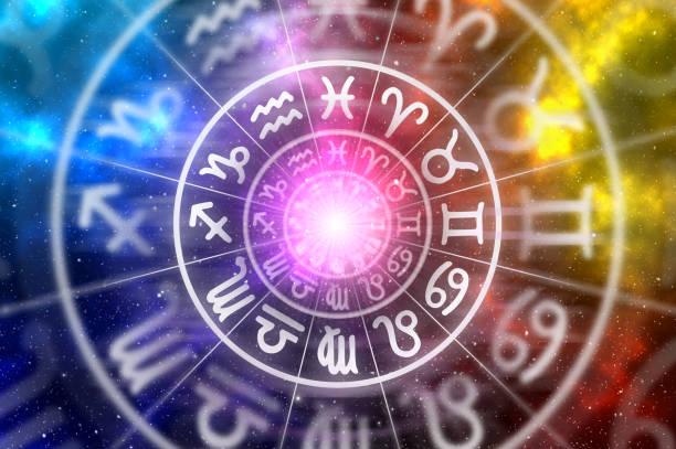 zodiac signs inside of horoscope circle on universe background - astrologia imagens e fotografias de stock