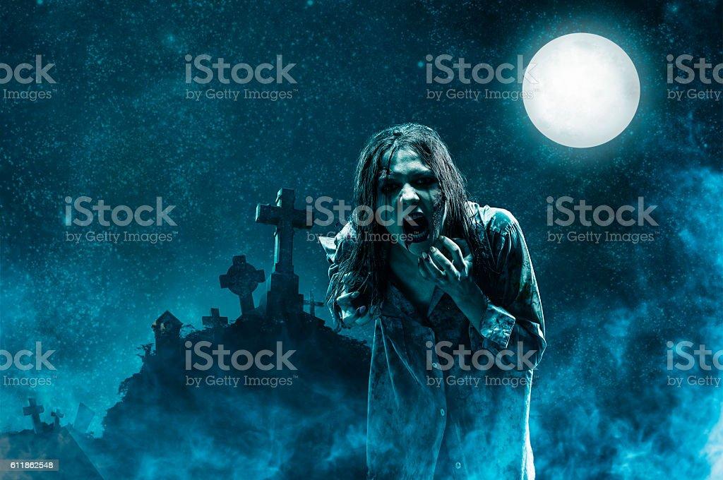 Zombie im alten Friedhof – Foto