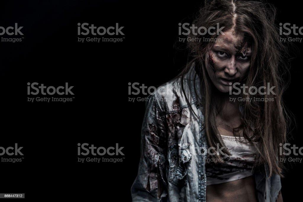 Photo Libre De Droit De Femme De Zombie Fond Dhorreur Pour