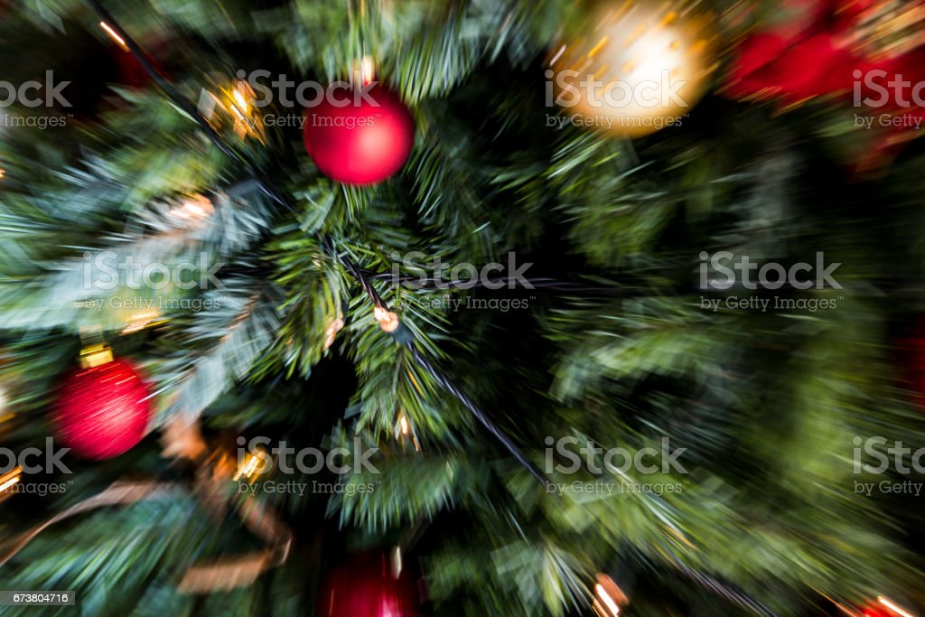 zoom blast (motion blur) shot of red and gold christmas decorations and fairy lights on a christmas tree photo libre de droits
