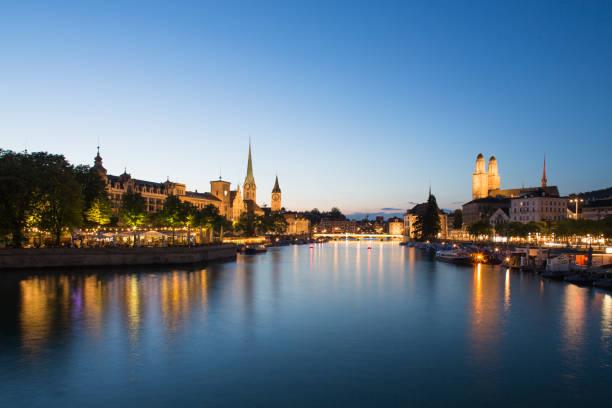 zürich cityscape at sunset - zurigo foto e immagini stock