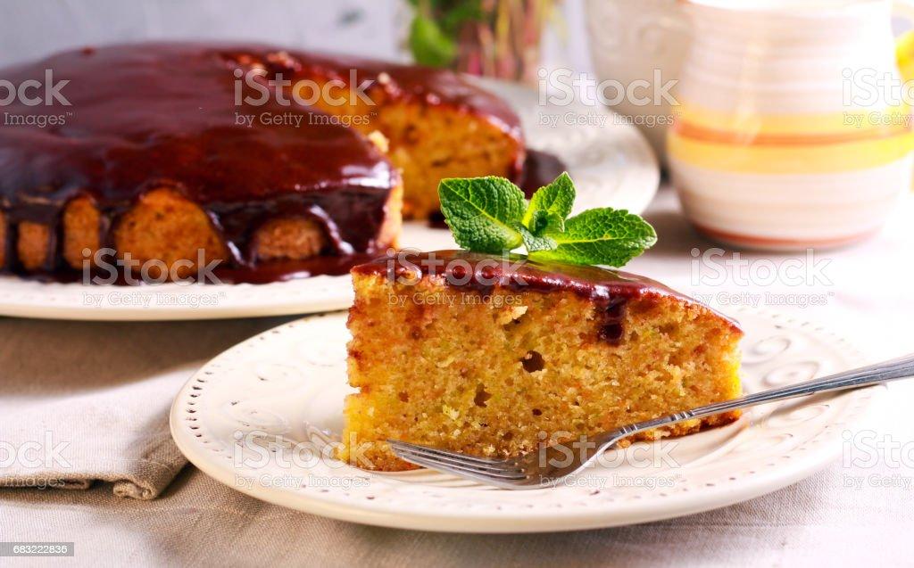 巧克力的釉,南瓜和胡蘿蔔蛋糕 免版稅 stock photo