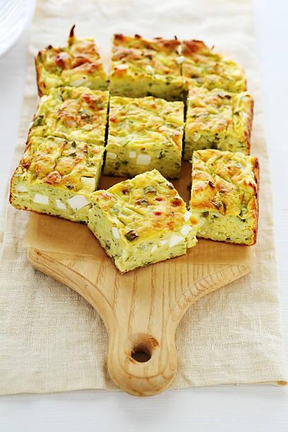 zucchini mit käse und pastete - käse zucchini backen stock-fotos und bilder