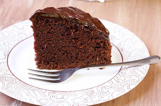 zucchini schokoladenkuchen - schokoladen zucchini brot stock-fotos und bilder