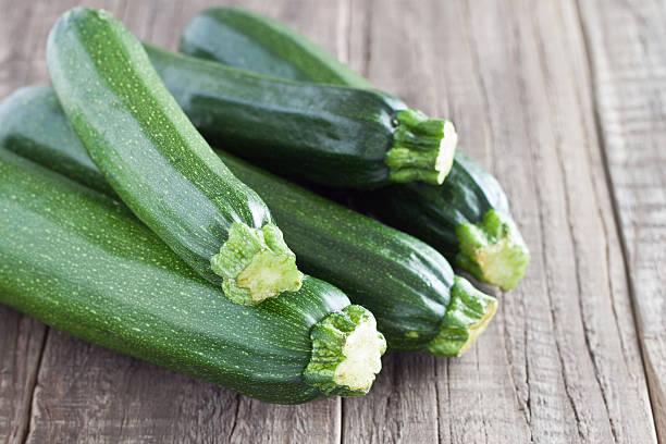 zucchini - courgette stockfoto's en -beelden