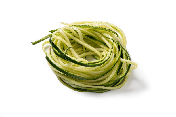 courgette plantaardige noedels - courgette stockfoto's en -beelden