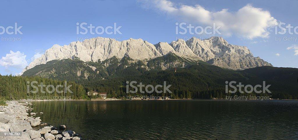 Zugspitze, Waxensteine und Eibsee im Wettersteingebirge royalty-free stock photo