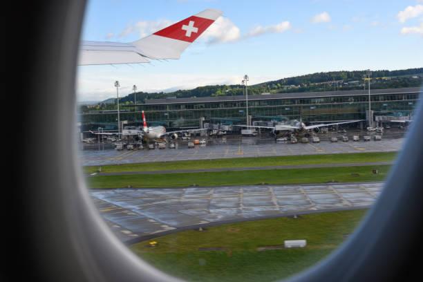 flughafen zürich zrh - start - zrh wiedenmeier stock-fotos und bilder