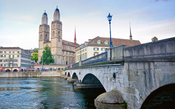 Zurich Cityscape, Switzerland Zurich sightseeing Munsterbrucke bridge and Great Minster Cathedral (Grossmunster) limmat river stock pictures, royalty-free photos & images