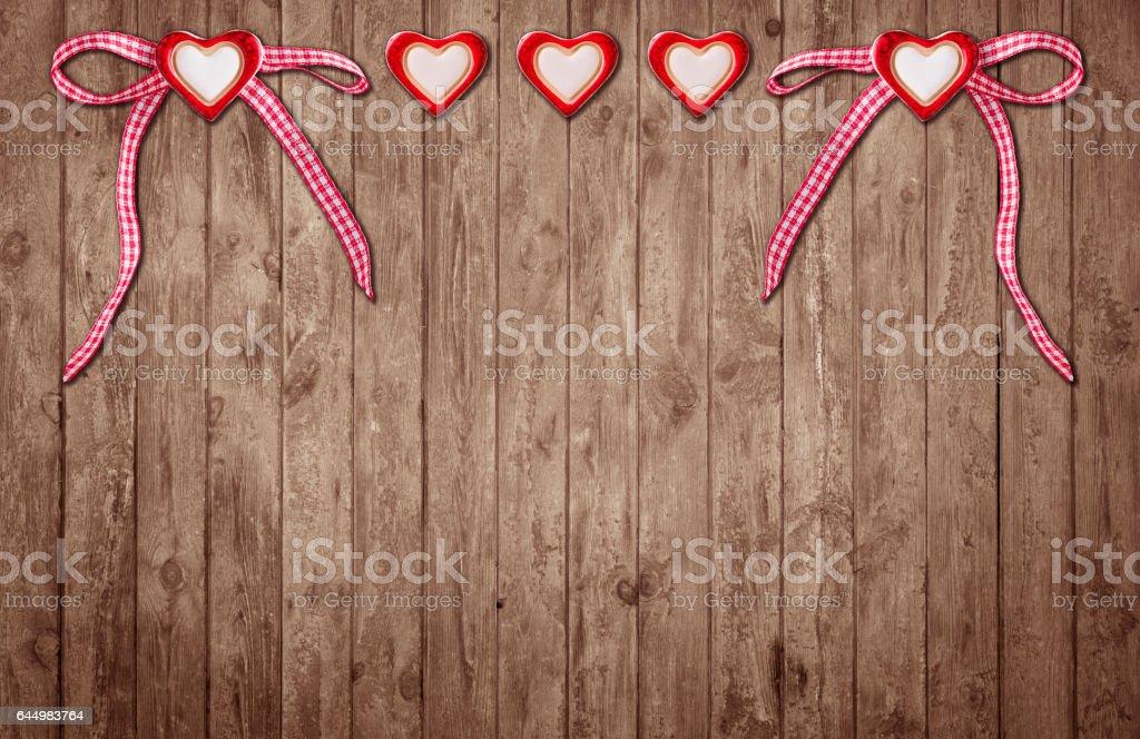Zwei Herzen mit Schleife und drei Herzen ohne Schleife stock photo