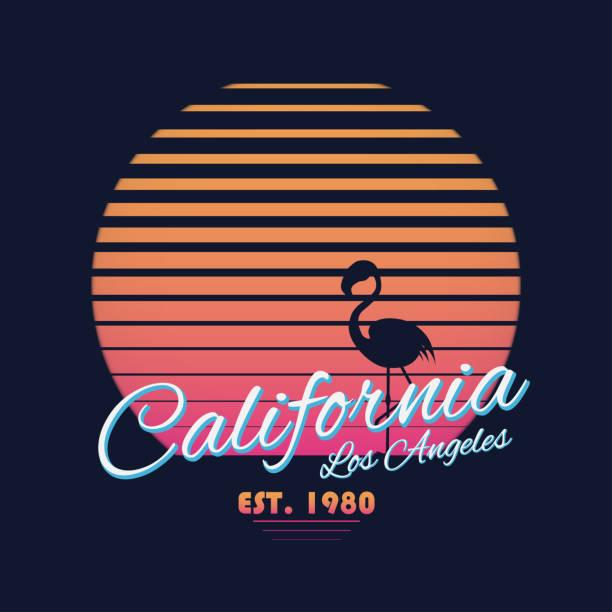 de los 80 estilo vintage tipografía de California. Gráficos de camiseta retro con paraíso tropical escena y flamenco silueta - ilustración de arte vectorial