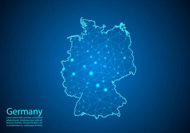 독일의 지도와 어두운 배경의 추상 매쉬 라인과 포인트 스케일. 개념 시리즈에서 독일 비즈니스의 최고의 인터넷 개념입니다. 와이어 프레임 3d 메쉬 다각형 네트워크 라인과 도트. - 독일 stock illustrations