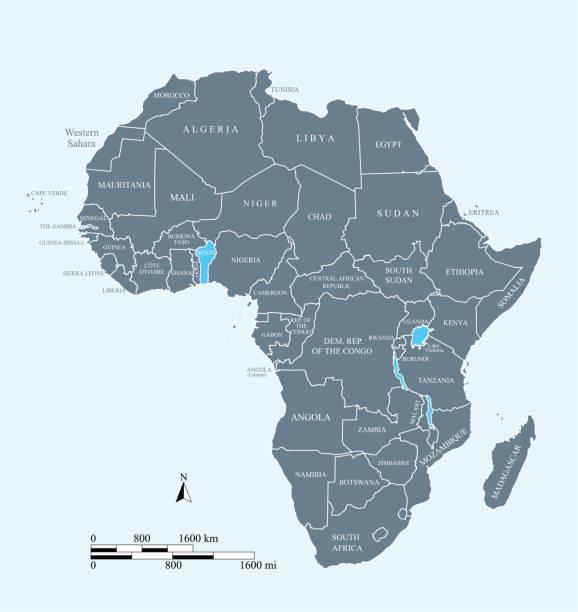 非洲地圖向量輪廓插圖, 以英里和公里的規模和國家名稱標記為藍色背景 - africa 幅插畫檔、美工圖案、卡通及圖標