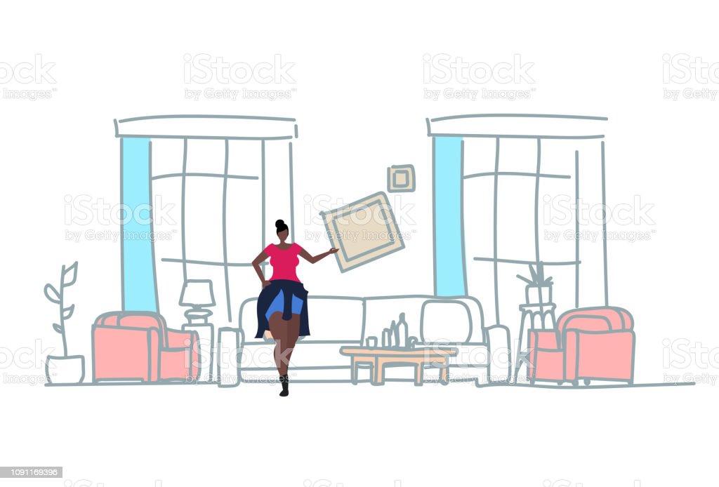 Afroamerikanische Frau Hangen Foto Frame Modernen Wohnzimmer