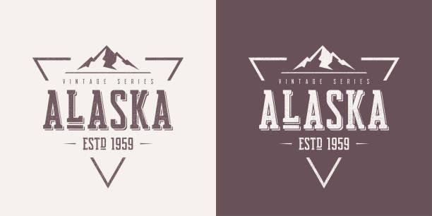 ilustraciones, imágenes clip art, dibujos animados e iconos de stock de estado de alaska con textura vector vintage camiseta y ropa de diseño, tipografía, impresión, logotipo, cartel. - mountain top