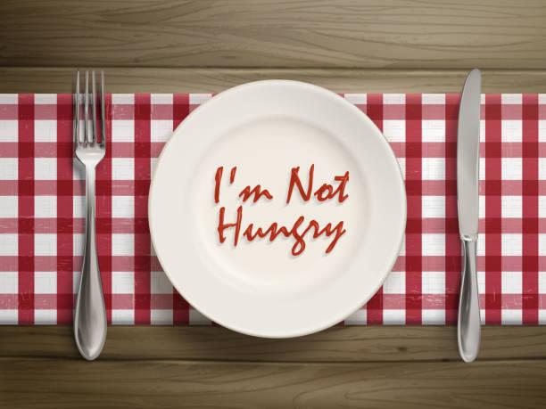 ich bin nicht hungrig schriftliche mit ketchup auf teller - rankgitter stock-grafiken, -clipart, -cartoons und -symbole