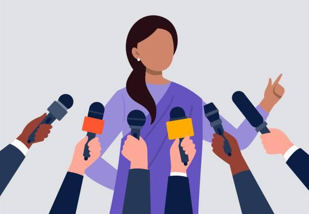 illustrations, cliparts, dessins animés et icônes de une femme indienne donnant une entrevue. beaucoup de mains de journalistes avec des micros. illustration de vecteur plat. - interview