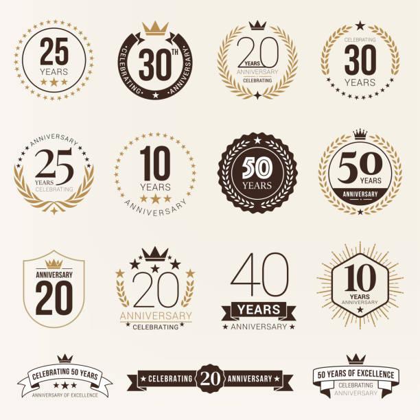 ilustraciones, imágenes clip art, dibujos animados e iconos de stock de ilustración de stock de emblema de aniversario - anniversary