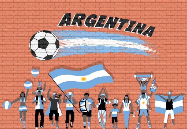 Los aficionados al fútbol argentino brindando con Argentina bandera colores en frente del graffiti de pelota de fútbol - ilustración de arte vectorial