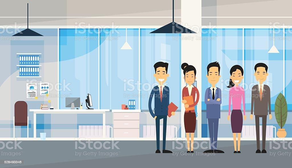 Asiatique groupe de gens daffaires au bureau moderne u cliparts