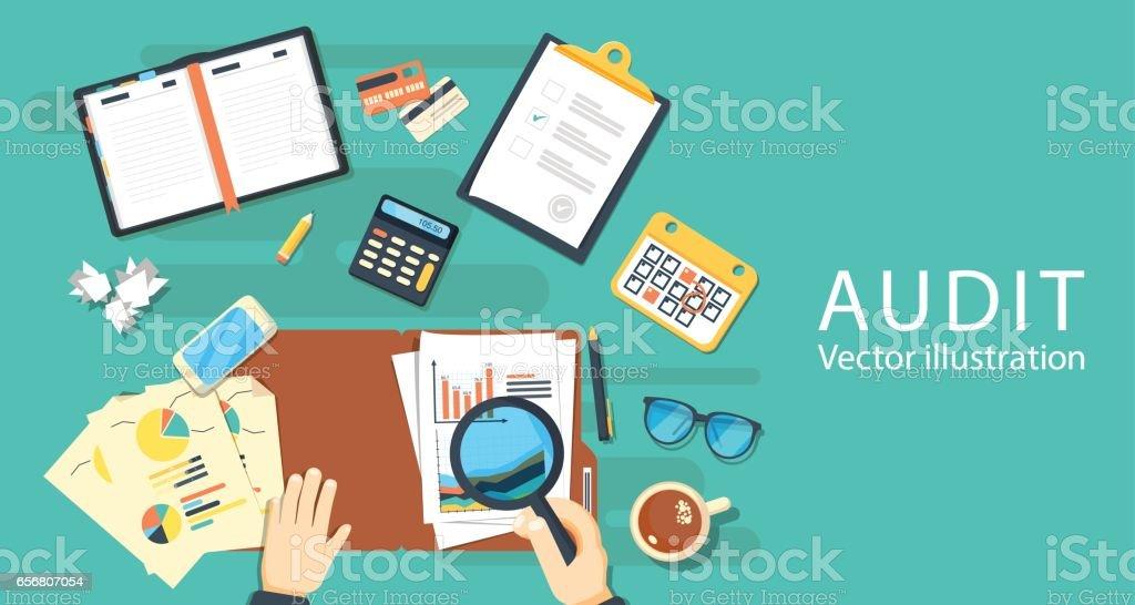 Conceitos de auditoria. Auditor na mesa durante o exame do relatório financeiro. - ilustração de arte em vetor