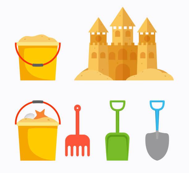illustrations, cliparts, dessins animés et icônes de château de sable de plage avec le râteau, pelle, seau de sable, seau pour enfants. bébé été accessoires de plage. - chateau de sable