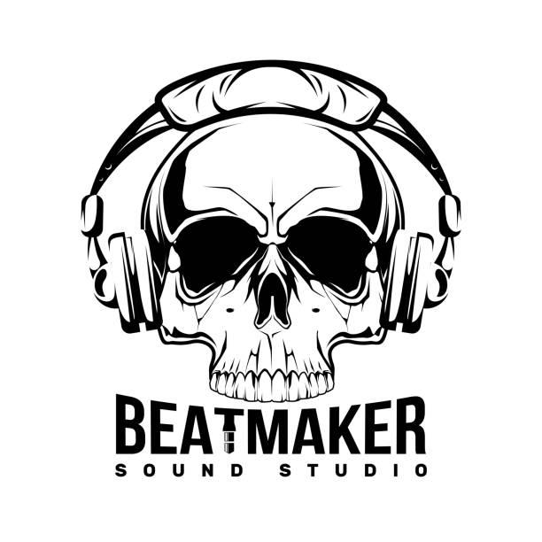 bildbanksillustrationer, clip art samt tecknat material och ikoner med beatmaker skalle med hörlurar logotyp. illustration för tryck t-shirt. vektor mode illustration - chain studio
