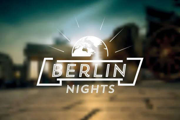 berlin nächte vintage-zeichen auf dem hintergrund verschwommen stadt - berlin brandenburger tor blurred stock-grafiken, -clipart, -cartoons und -symbole